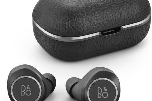 Kun Beoplay E8 -kuulokkeet asetetaan koteloon, lataus käynnistyy automaattisesti.