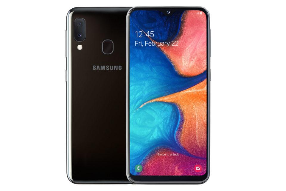 Galaxy A20E on melko pienikokoinen puhelin.